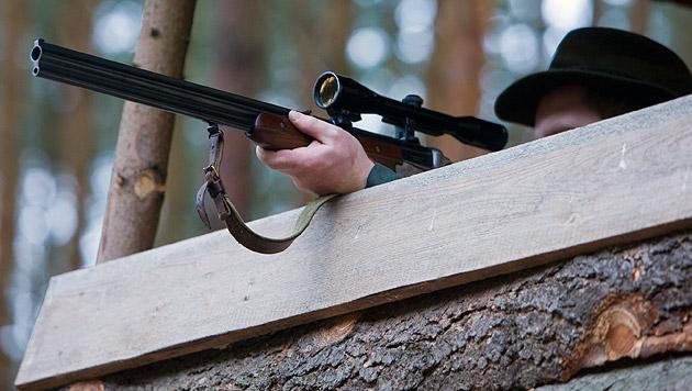 Dürfen Jäger bald ohne Waffenpass Pistolen tragen? (Bild: dpa/Patrick Pleul (Symbolbild))