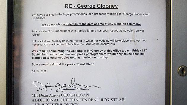 """Aushang: """"Wir werden George Clooney am heutigen Tag in dieser Behörde nicht vermählen."""" (Bild: AP)"""