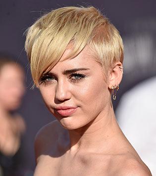 Sängerin Miley Cyrus ist keine Provokation zu blöd. (Bild: AFP)
