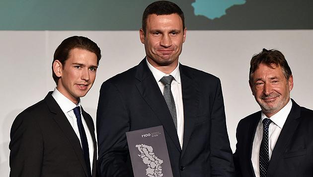 Außenminister Kurz mit Kiewer Bürgermeister Klitschko und dem Potsdamer Stadtchef Jakobs (Bild: APA/EPA/RALF HIRSCHBERGER)