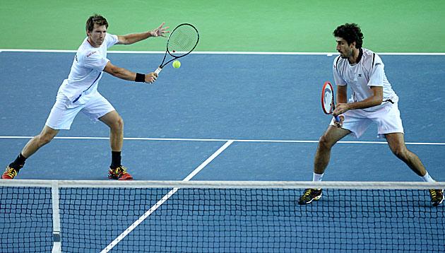 Letten verkürzen gegen Österreich-Doppel auf 1:2 (Bild: APA/ROLAND SCHLAGER)