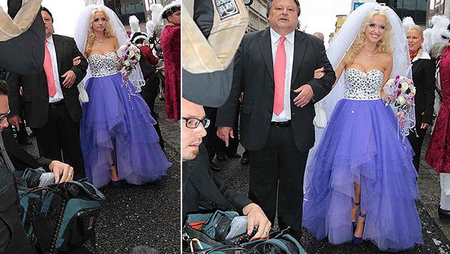 Die Braut trägt zur Vermählung ein keckes violett-weißes Tüllkleid mit pompösem Schleier. (Bild: Starpix/Alexander Tuma)