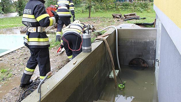 Einer von vielen überfluteten Kellern in Groß Sankt Florian in der Steiermark (Bild: APA/BEREICHSFEUERWEHRVERBAND DEUTSCHLANDSBERG)