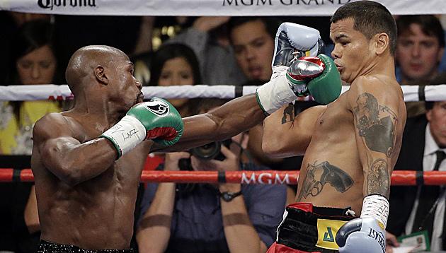 Floyd Mayweather (li.) und Marcos Maidana (Bild: AP)