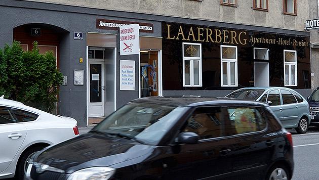 Messerattacke in Wien: Iraker außer Lebensgefahr (Bild: APA/HERBERT NEUBAUER)