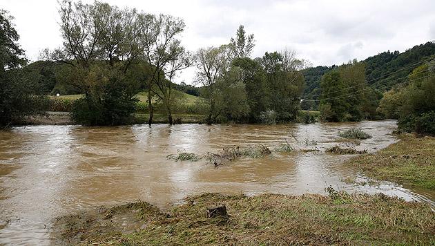 Die Sulm trat über die Ufer. (Bild: APA/ERWIN SCHERIAU)
