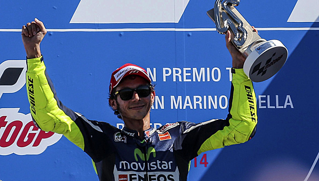 Rossi holt in Misano seinen ersten Saisonsieg (Bild: APA/EPA/ETTORE FERRARI)