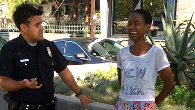 Auf Facebook stellte Daniele Watts ein Bild von ihrer Verhaftung. (Bild: facebook.com/danielewatts)