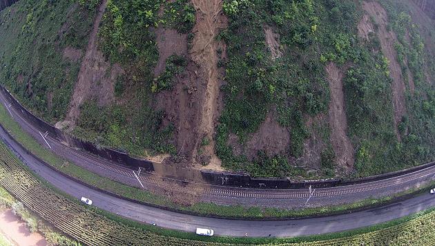 Durch Murenabgänge beschädigte Bereiche der Südbahnstrecke in der Steiermark (Bild: APA/ÖBB)