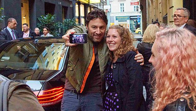 """Zach Braff versetzte Wiener Fans in """"Selfie-Aufregung"""". (Bild: Starpix/Alexander Tuma)"""