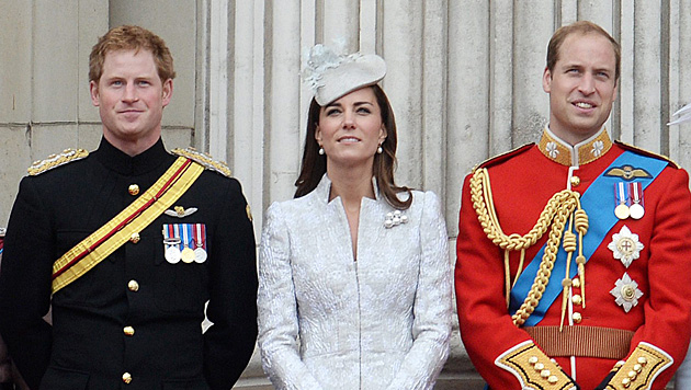 Prinz Harry, Kate und Prinz William (Bild: APA/EPA/ANDY RAIN)