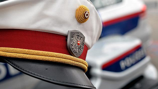 Bub kommt mit Messer zur Schule - Polizeieinsatz (Bild: APA/BARBARA GINDL (Symbolbild))