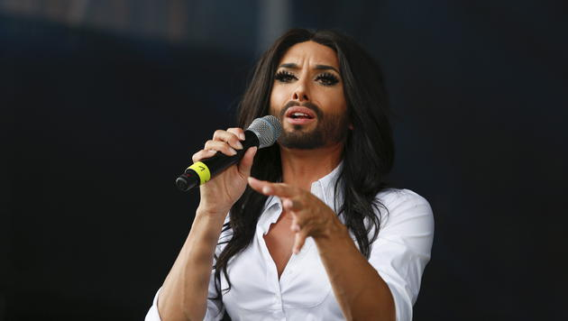 """Conchita Wurst: Backstage"" blickt hinter den Bart (Bild: EPA)"