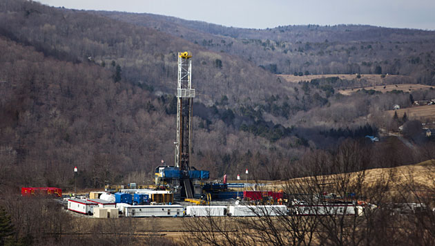 Eine Fracking-Anlage in Pennsylvania (Bild: EPA/Jim Lo Scalzo/picturedesk.com)