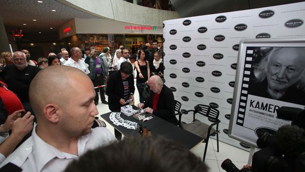 Karl Merkatz bei der Autogrammstunde im Einkaufszentrum. (Bild: ROBIN CONSULT Roznovsky)