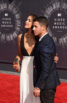 Olivia Culpo mit Nick Jonas (Bild: AFP)