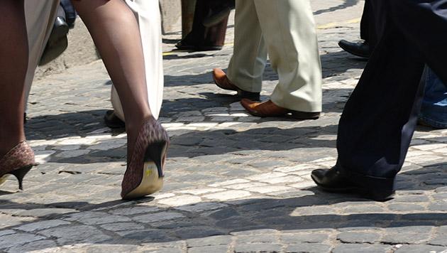 Polizei fahndet nach Spannern mit Kamera-Schuhen (Bild: thinkstockphotos.de)