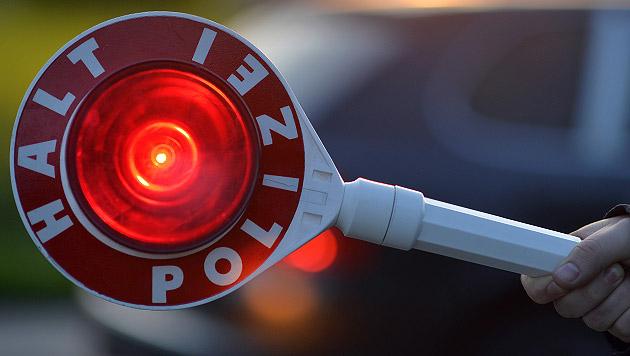 Polizist von Auto erfasst und schwer verletzt (Bild: APA/BARBARA GINDL (Symbolbild))