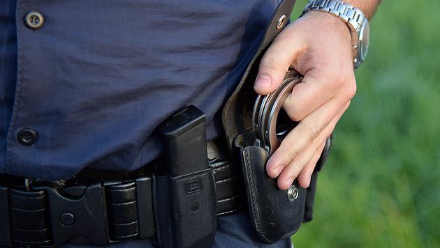 Polizisten vereiteln Überfall auf Trafik in Sbg (Bild: APA/Barbara Gindl)