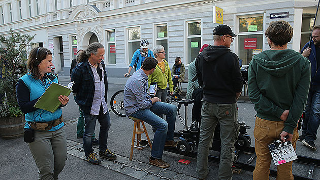 Setbesuch am Yppenplatz (Bild: Peter Tomschi)