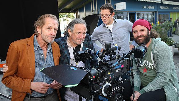 Regisseur Michi Riebl (2. v. li.) und Kameramann Richard Wagner (re.) (Bild: Peter Tomschi)