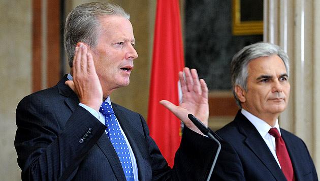 Der Druck auf Kanzler Faymann und Vizekanzler Mitterlehner punkte Steuerreform wächst. (Bild: APA/ROLAND SCHLAGER)