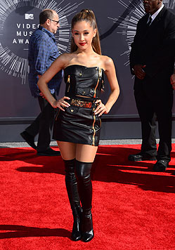 Ariana Grande  am roten Teppich (Bild: AP)