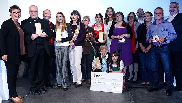 Die Preisträgerinnen und Preisträger gemeinsam mit der Jury und Ministerin Oberhauser (Bild: Zwefo)
