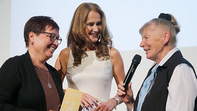 Ministerin Sabine Oberhauser und Maggie Entenfellner im Gespräch mit Inge Welzig (Bild: Zwefo)
