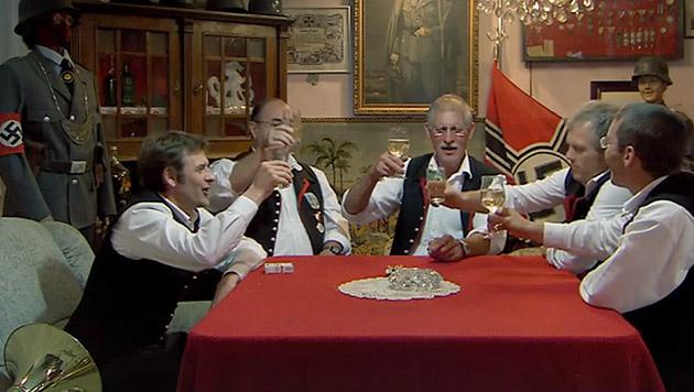 """ÖVP-Politiker im """"Nazikeller"""": Auch Parteiaustritt (Bild: YouTube.com/Stadtkino Filmverleih)"""