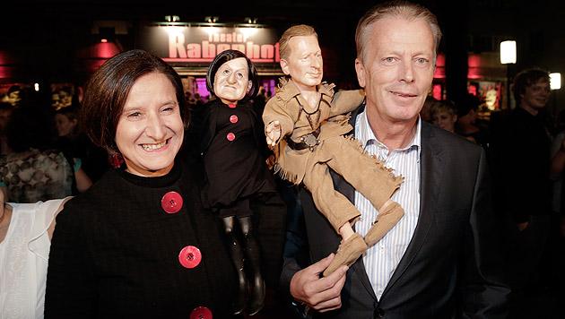 Zu Besuch bei den Puppen: Politiker beweisen Humor (Bild: Klemens Groh)
