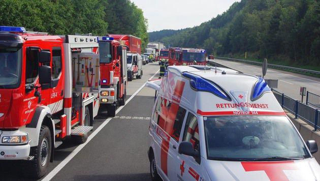 Nach dem Unfall bildete sich ein kilometerlanger Stau. (Bild: FF Spittal)