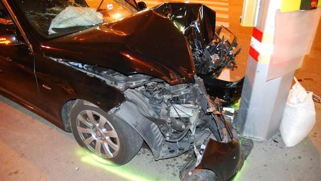 Sechs Menschen wurden bei dem Unfall verletzt. (Bild: Polizei)