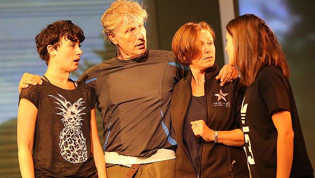 Vier Österreicher sind dabei, darunter Martin  Sommerlatte als Dr. Jake Houseman (2. v. l.). (Bild: Peter Tomschi)