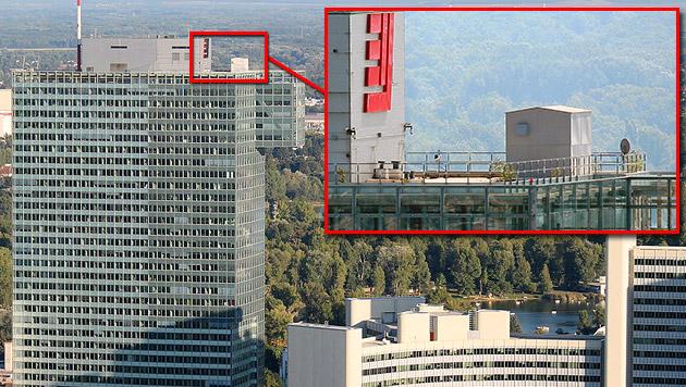 "Peter Pilz empört mit Bildern von ""NSA-Baustelle"" (Bild: Tuelp - CC BY-SA 3.0, Nomen Nescio CC BY-SA 2.0 AT)"