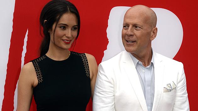 19 Jahre trennen Emma Heming und Action-Ehemann Bruce Willis. (Bild: MICHAEL NELSON/EPA/picturedesk.com)