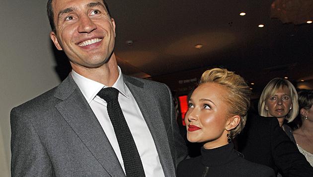 Sie trennen nicht nur 43 Zentimeter, sondern auch 13 Jahre: Wladimir Klitschko und Hayden Panettiere (Bild: dpa/Ursula Düren)