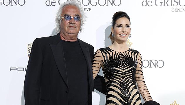 Flavio Briatore ist mit dem Model Elisabetta Gregoriaci verheiratet. Altersunterschied: 30 Jahre. (Bild: APA/EPA/SEBASTIEN NOGIER)