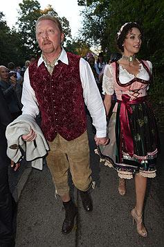 Boris Becker mit Ehefrau Lilly sind Stammgäste beim Münchner Oktoberfest. (Bild: EPA)