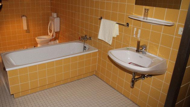 So sehen die Badezimmer in dem Gebäude aus. (Bild: ANDI SCHIEL)