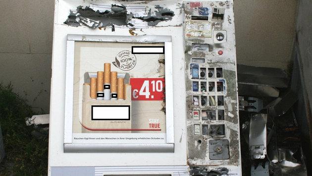 Den aufgeschnittenen Zigarettenautomaten versteckte die Bande im Wald. (Bild: APA/LANDESPOLIZEIDIREKTION BURGENLAND)