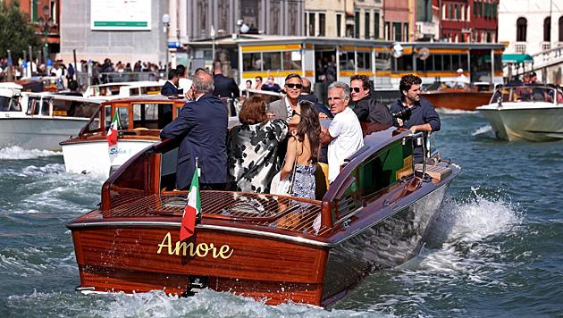 Die Promis schipperten durch die Kanäle der Lagunenstadt. (Bild: APA/EPA/ALESSANDRO DI MEO)