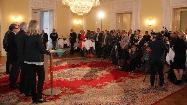 """Die Präsentation des Budget-""""Meisterstücks"""" im Weißen Saal der Grazer Burg. (Bild: Christian Jauschowetz)"""