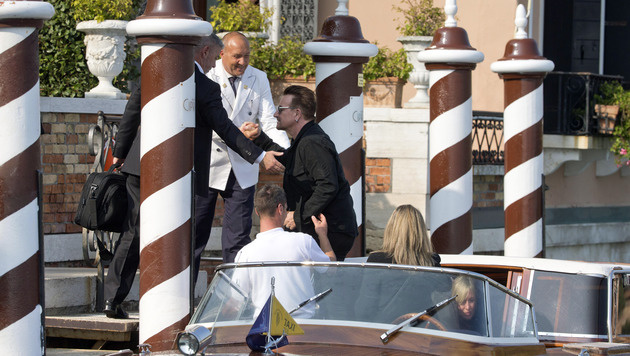Ob Bono den Frischvermählten ein Ständchen gesungen hat? (Bild: AP)