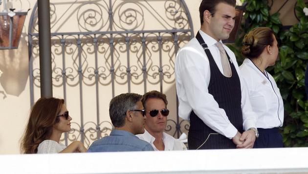 George Clooney mit Cindy Crawford und Rande Gerber am Morgen nach dem Poltern. (Bild: AP)