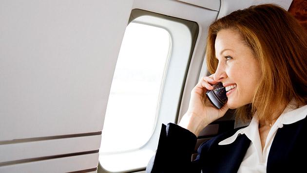 Behörde lockert Handy-Verbot in Flugzeugen (Bild: thinkstockphotos.de)
