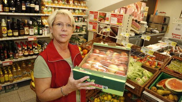 Renate Wucherer ist Verkäuferin im örtlichen Supermarkt. (Bild: Martin A. Jöchl)