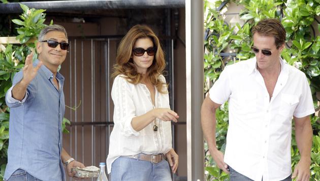 George Clooney, Cindy Crawford und Gatte Rande Gerber beim Frühstück im Hotel Cipriani (Bild: AP)