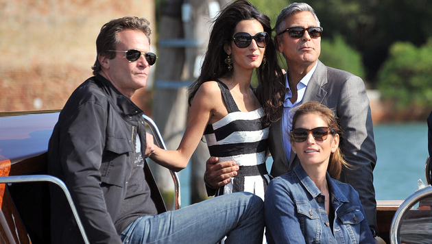 George Clooney und Amal Alamuddin mit Cindy Crawford und ihrem Ehemann Rande Gerber (Bild: AP)
