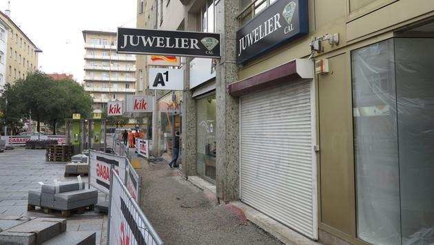 Der Juwelier in der Meidlinger Hauptstraße in Wien wurde am Freitagnachmittag überfallen. (Bild: Florian Hitz)